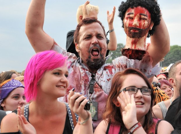 Emo Metal Fans severed head Download festival 2003