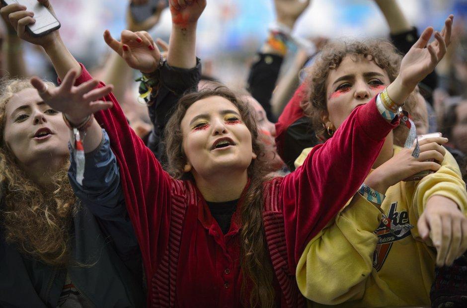 Glastonbury 2016 Sunday - crowds for ELO